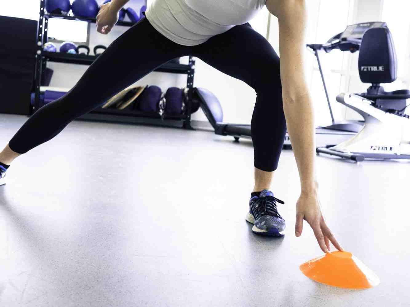 lunge-tap-exercise