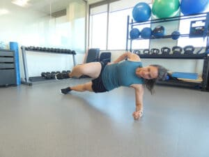 lady-doing-side-planks
